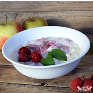 jogurt naturalny mleczne inspiracje z malinami bez cukru i z bakteriami probiotycznymi