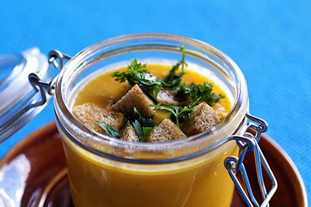 Pikantna zupa krem z dyni z dodatkiem słonecznika